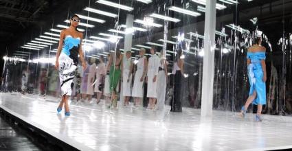 미국 패션계의 '남녀평등 문제'와 '유리 런웨이'에 대한 화두