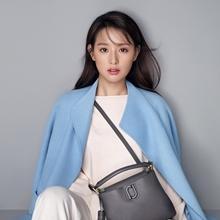 한층 물오른 김지원! 품격있는 시크한 윈터룩으로 성숙미 발산