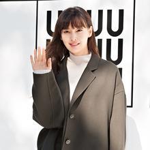 [패션엔 포토] 이나영, 가을 내음 가득한 '유니클로 U' 오버사이즈 코트룩 '눈부셔'