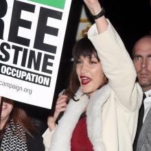 벨라 하디드, 레드 카펫 드레스 입고 '자유 팔레스타인' 시위대 돌발 참가