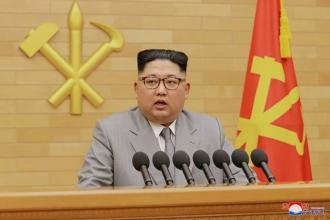 단벌신사 김정은, 신년사 연한 회색 슈트에 정치적 메시지 담았나?