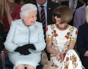 엘리자베스 여왕, 안나 윈투어와 함께 런던패션위크 패션쇼 관람