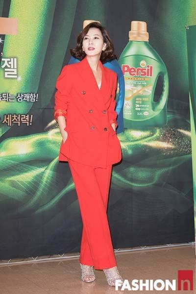 [패션엔 포토] 김남주, 강렬한 카리스마 레드 슈트룩 '고혜란 포스 그대로!'