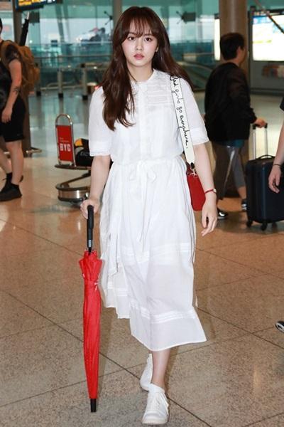 첫사랑 비주얼! 김소현, 소녀 감성 가득한 화이트&레드 룩 '사랑스러워'