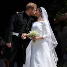 '세기의 결혼식' 메건 마크리, 시대를 초월한 기품있는 웨딩드레스 어디꺼?
