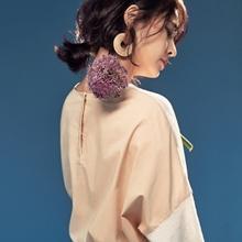 '분위기의 여신' 정혜영, 꽃과 함께한 우아한 여성미 '꽃보다 아름다워'