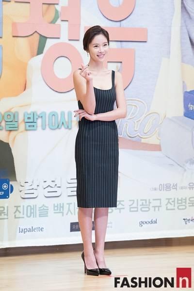 [패션엔 포토] 황정음·오윤아, 황금 몸매 돋보이는 관능적 섹시룩 '눈부셔'