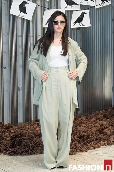 [패션엔 포토] 전지현, 오랜만의 공식 나들이룩은 팬츠 슈트룩 '우먼 크러시 폭발'