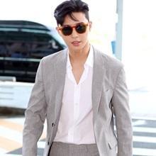 [패션엔 포토] 박서준, 부회장님 포스! 앞서가는 가을 남자의 댄디한 슈트룩