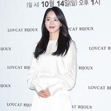 [패션엔 포토] 신혜선, 우아하고 청순한 화이트 원피스룩 '여신미 폭발'