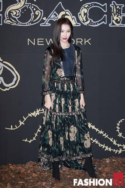 [패션엔 포토] 김효진·선미·혜리·고아성, 고딕풍 드레스로 뽐낸 낭만적 보헤미안룩!