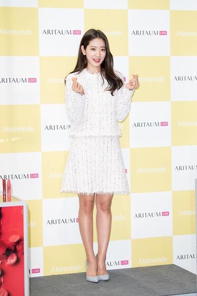 [패션엔 포토] 박신혜, 과즙미 넘치는 트위드 투피스룩 '국보급 비주얼'