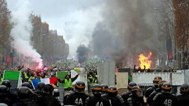 프랑스 노란 조끼 시위대  '디올' 파리 매장 약탈...샹제리제 '난장판'
