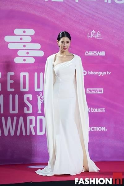 [패션엔 포토] 클라라·김소현·남지현·안현모, 레드카펫 뜨겁게 달군 드레스룩!