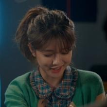 [그 옷 어디꺼] '일뜨청' 김유정, 러블리 폭발! 체크 블라우스 어디꺼?