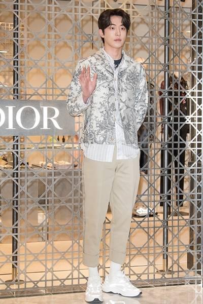 [패션엔 포토] 남주혁, 부드러운 테일러링의 하이엔드 캐주얼룩 '귀공자 포스'