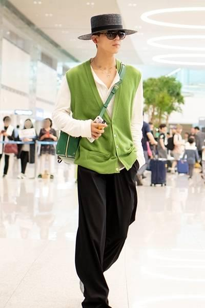[패션엔 포토] 위너 송민호, 입국길도 런웨이! 페도라로 멋낸 '패션 끝판왕'
