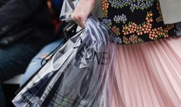 비닐 봉지는 더 이상 패션이 아니다. 재앙이다!