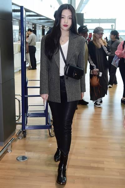 레드벨벳 조이, 헤링본 재킷으로 멋낸 출국길 리얼웨이룩