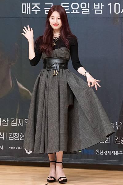 [패션엔 포토] 수지, 미모의 국정원 요원! 우아한 원피스룩