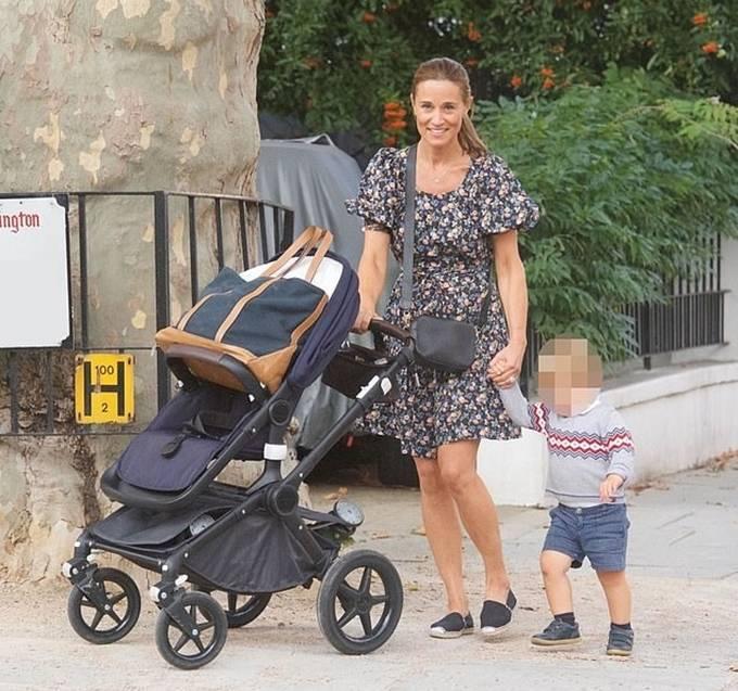 패션엔]'케이트 미들턴 여동생' 피파 미들턴, 행복한 주부의 일상! 아들과 산책